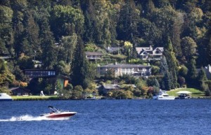 5648440-red-speedboat-on-lake-washington-and-mercer-island-from-seward-park-homes